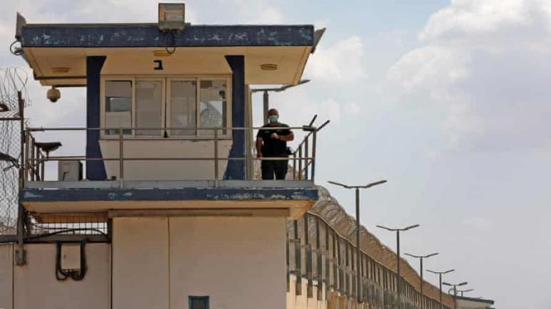 ستة أسرى فلسطينيين يتمكنون من الفرار من سجن إسرائيلي شديد الحراسة