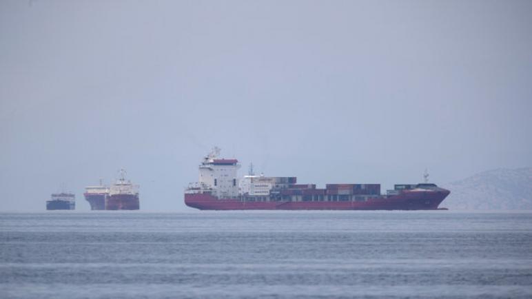 تعرض سفينة شحن إسرائيلية لأضرار جراء تفجير لحق بها في خليج عُمان