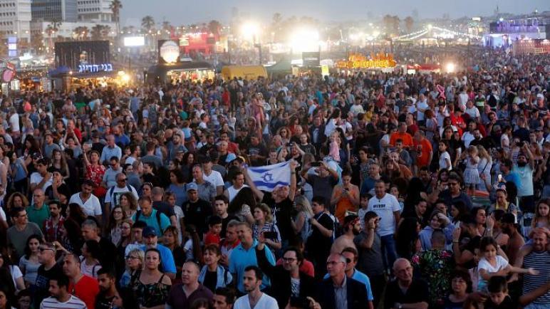 منظمة يهودية ونشطاء متضامنين مع الفلسطينيين ينظمون إحتجاجات أثناء نهائيات مسابقة الأغنية الأوروبية في تل أبيب