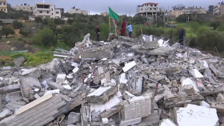 قوات الكيان الإسرائيلي تهدم منزل الأسير عاصم البرغوثي في غربي رام الله