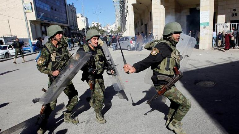 """نادي الأسير الفلسطيني: شرطة """"الكيان الإسرائيلي"""" تعتقل عشرات الفلسطينيين في حملة اعتقالات في القدس"""