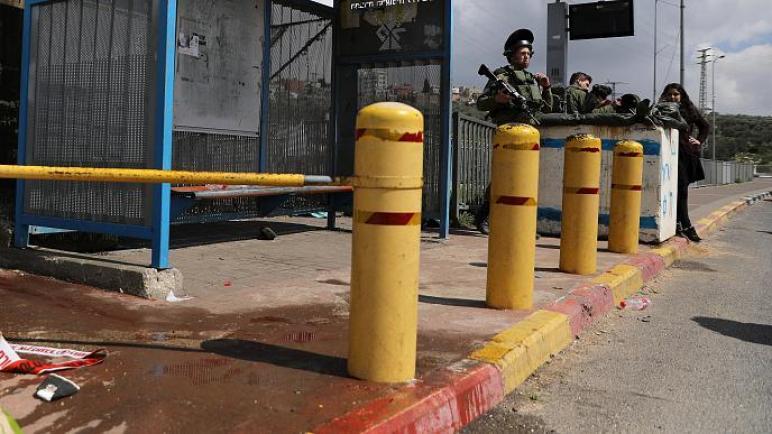 مقتلجندي إسرائيلي وإصابة مستوطنين اثنين بإطلاق نار بالضفة الغربية