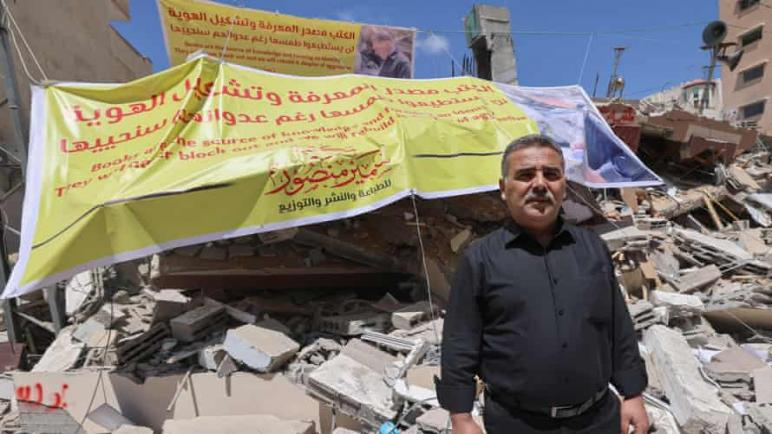 التبرعات والكتب تتدفق من جميع أنحاء العالم لترميم مكتبة غزة التي دمرتها الغارات الجوية الإسرائيلية