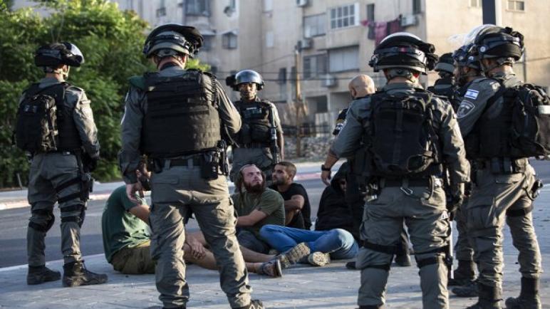 إصابة جنديين إسرائيليين بجروح في اشتباكات وهجوم للفلسطينيين على حافلات في الضفة الغربية