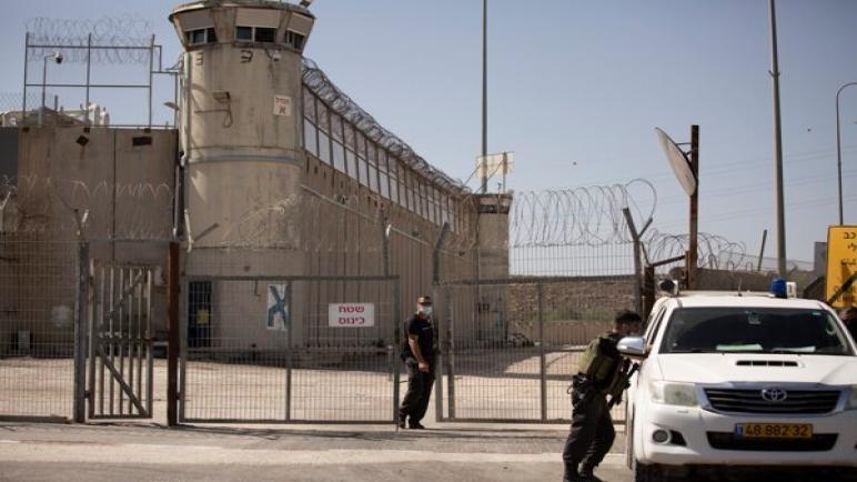 حوالي 1400 أسير فلسطيني في سجون الكيان الإسرائيلي يخططون للإضراب عن الطعام
