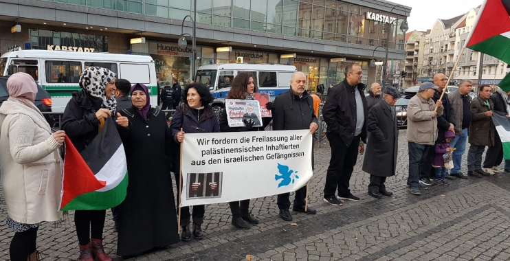 دعوات لدعم الأسرى الفلسطينيين خلال وقفة تضامنية في العاصمة برلين
