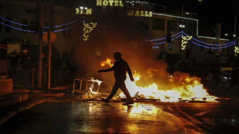 أكثر من مائة جريح فلسطيني في إشتباكات مع شرطة الكيان الإسرائيلي في القدس
