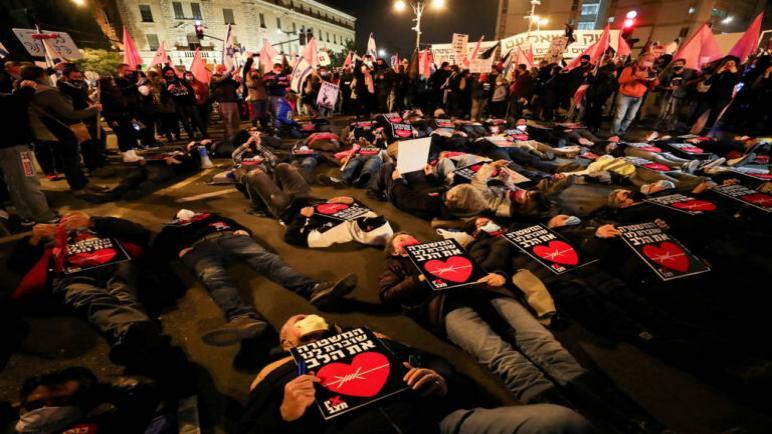 خروج مظاهرات الليلة الماضية في الكيان الإسرائيلي للمطالبة باستقالة نتنياهو
