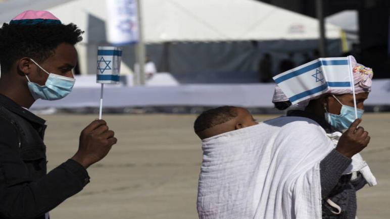 وصول المئات من المهاجرين الأثيوبيين إلى الكيان الإسرائيلي