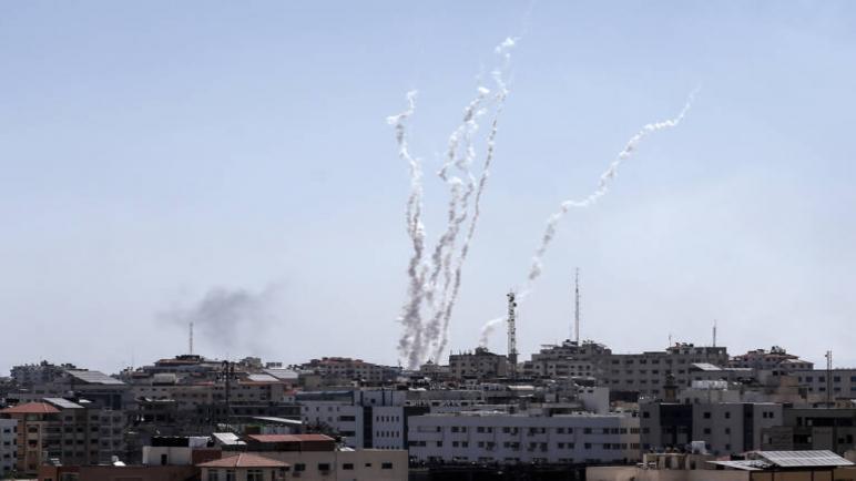 اطلاق أكثر من 90 صاروخ على الكيان الإسرائيلي بعد استشهاد أربعة فلسطينيين