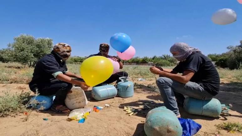 الكيان الإسرائيلي يقصف أهدافاً لحركة حماس بعد اطلاق بالونات حارقة من قطاع غزة