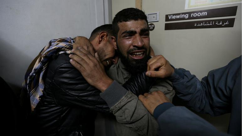 استشهاد فتى فلسطيني واصابة خمسة أخرين بجروح بنيران الجيش الإسرائيلي في قطاع غزة