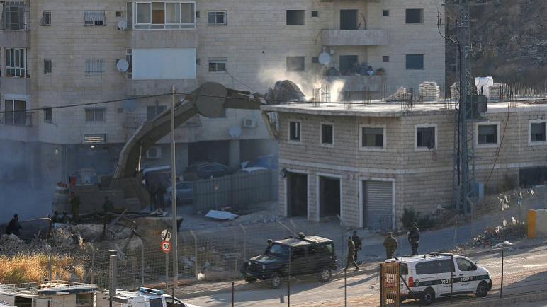 قوات الإحتلال الصهيوني تبدأ بهدم قرية صور باهر على مشارف القدس وتطرد سكانها من منازلهم