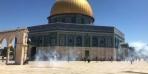 اشتباكات بين المصلين الفلسطينيين والشرطة الإسرائيلية في المسجد الأقصى في أول أيام عيد الأضحى المبارك