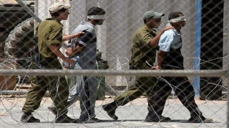 أسرى فلسطينيون يبدأون اضرابا عن الطعام والماء في سجني ريمون والنقب احتجاجا على ظروف اعتقالهم