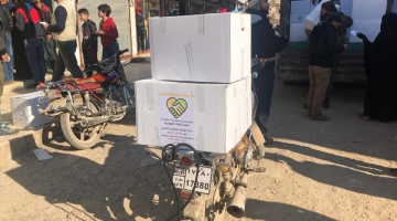 حملة الوفاء الأوروبية توزع طرودا غذائية في مخيمات إعزاز ودير بلوط