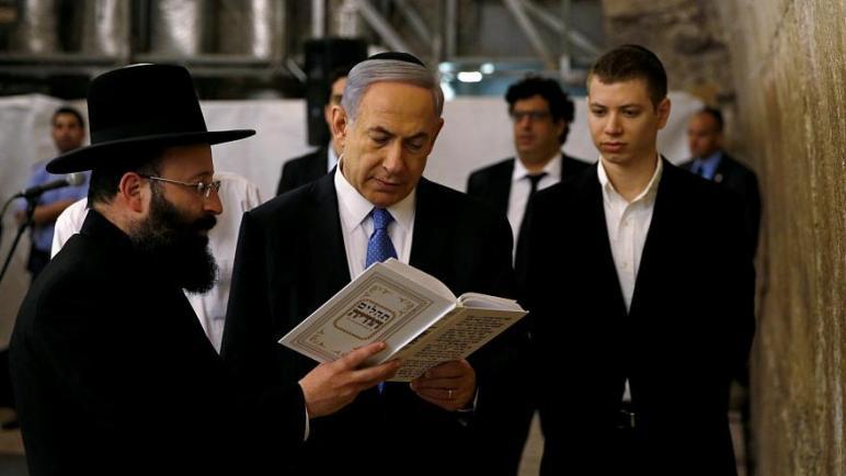 إبن نتنياهو : لتحقيق السلام إما أن يغادر جميع اليهود أو يذهب كل المسلمين وأنا أفضل الخيار الثاني