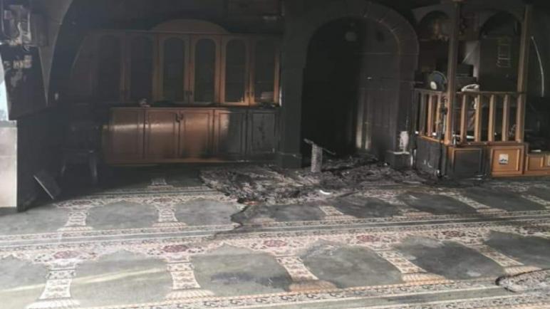 مستوطنون اسرائيليون يقومون بحرق مسجد في ضواحي القدس