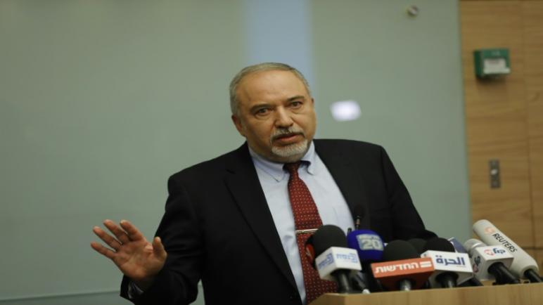وكالة فرانس بريس – استقالة وزير الدفاع الإسرائيلي بعد قرار وقف اطلاق النار مع غزة والحكومة الاسرائيلية بحالة اضطراب