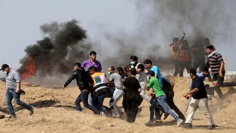 مقتل فتى فلسطيني بنيران الجيش الإسرائيلي وجرح 40 آخرين في احتجاجات اليوم في قطاع غزة