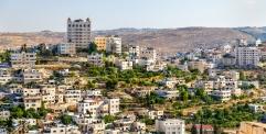 دعوى قضائية اسرائيلية ضد شركة Airbnb العالمية بعد شطبها قوائم تأجير عقارات المستوطنات في الضفة الغربية