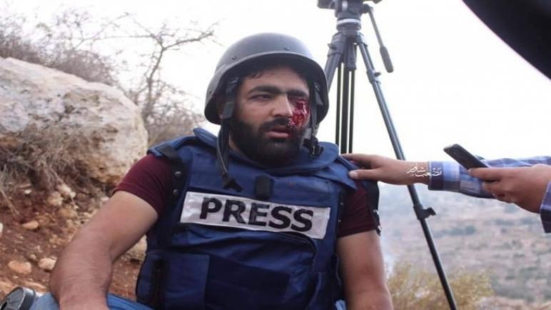 """مركز """"EPAL"""" يدين استهداف الاحتلال الإسرائيلي للصحفي معاذ عمارنة ويطالب بحماية دولية للإعلامي الفلسطيني"""