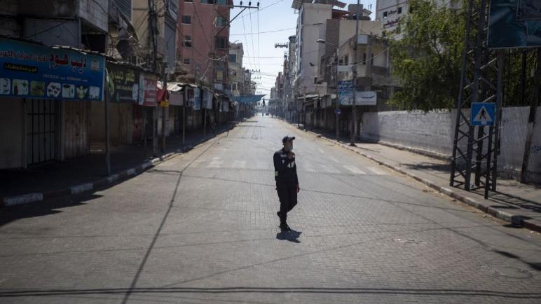 السلطات في غزة تفرض الإغلاق التام وحظر التجول لمنع تفشي فيروس كورونا بعد إصابة سيدة و أربعة من أقاربها