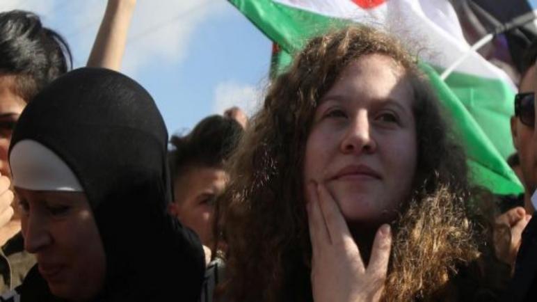 عهد التميمي تدمر بنفسها صورتها كأيقونة المقاومة الفلسطينية