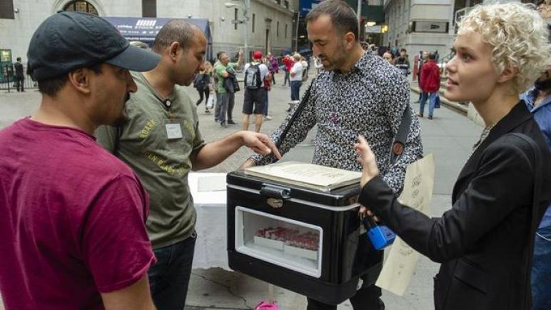 دم فلسطيني للبيع عند بوابات وول ستريت في نيويورك