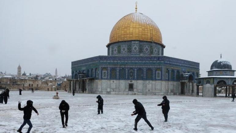 الثلوج تغطي مدينة القدس لأول مرة منذ ست سنوات