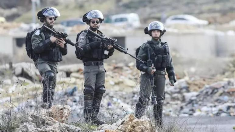 القوات الإسرائيلية تطلق النار على فلسطيني في القدس الشرقية بزعم محاولة طعن شرطي