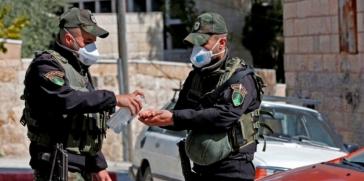 شرطة الكيان الإسرائيلي تعتقل أربعة موظفين كانوا يرشون المطهرات لمكافحة فيروس كورونا