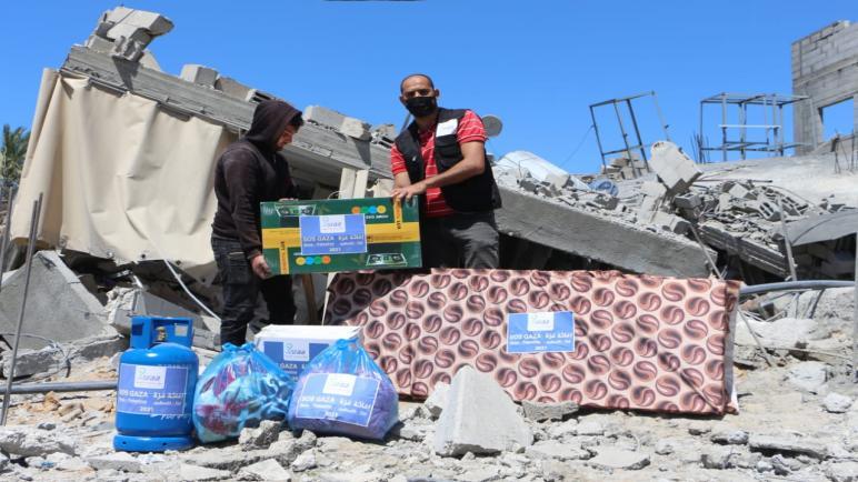 """""""إسراء الخيرية"""" تبدأ حملة إغاثية عاجلة وتقدم مساعدات للعائلات الفلسطينية المتضررة من العدوان الإسرائيلي على قطاع غزة"""