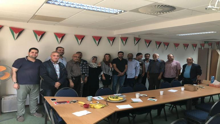 الجالية الفلسطينية في هولندا تكرم المتضامنة السويدية كارين على مشاركتها في أسطول الحرية