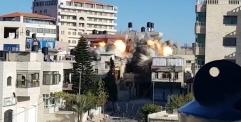 الجيش الإسرائيلي يقوم بتفجير منزل عائلة أبو حميد في مخيم الأمعري في رام الله