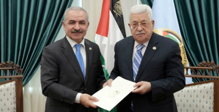 الرئيس الفلسطيني يعين أحد أقاربه محمد إشتية رئيسا للوزراء ويكلفه بتشكيل الحكومة الجديدة
