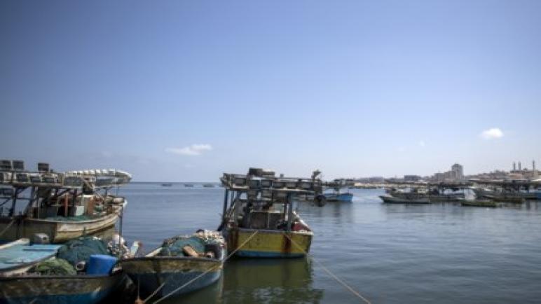 الكيان الإسرائيلي يُخفِض مساحة منطقة الصيد البحري لقطاع غزة عقاباً على البالونات الحارقة
