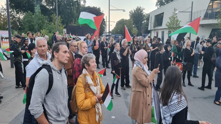 وقفة احتجاجية ضد مشاركة منتخب الاحتلال الإسرائيلي في مباراة كرة قدم ضد الدنمارك في كوبنهاغن