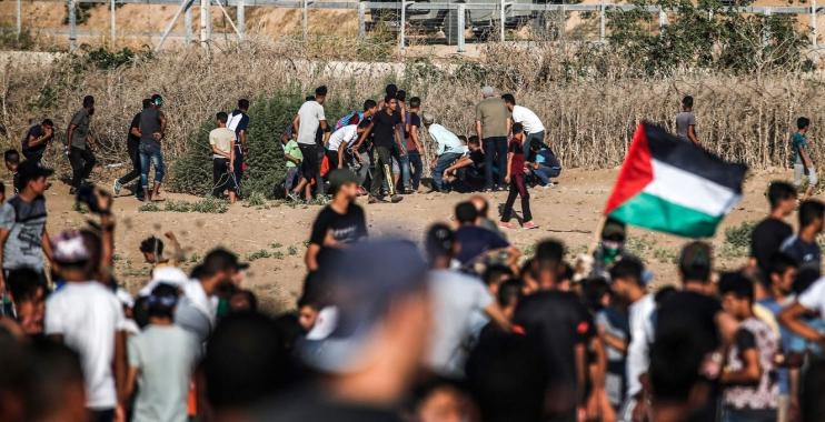 شهيدين فلسطينيين وعشرات الجرحى بنيران قوات الكيان الإسرائيلي على حدود قطاع غزة