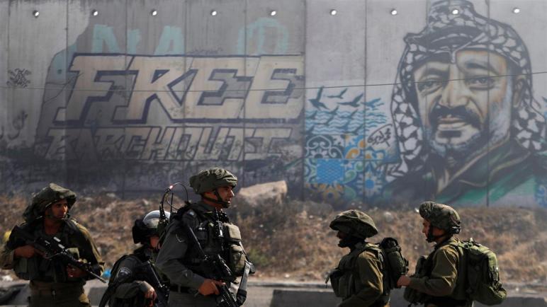 إصابة ثلاثة إسرائيليين بجروح جراء اطلاق النار عليهم من شاب فلسطيني في الضفة الغربية