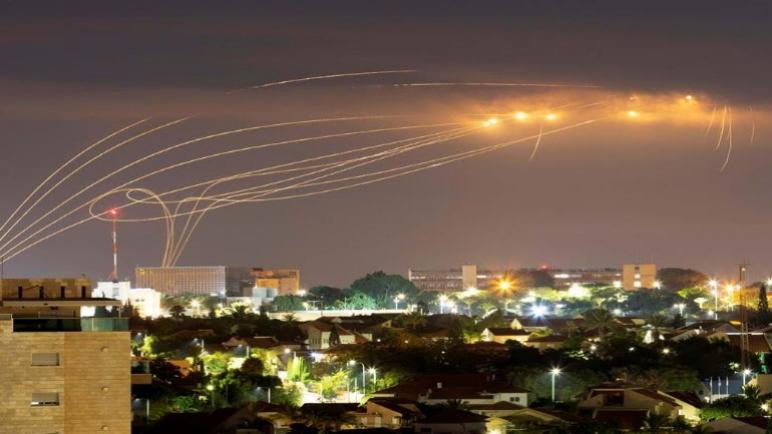 إطلاق 12 صاروخ من غزة على الكيان الإسرائيلي الذي رد بغارات جوية على أهداف لحركة حماس