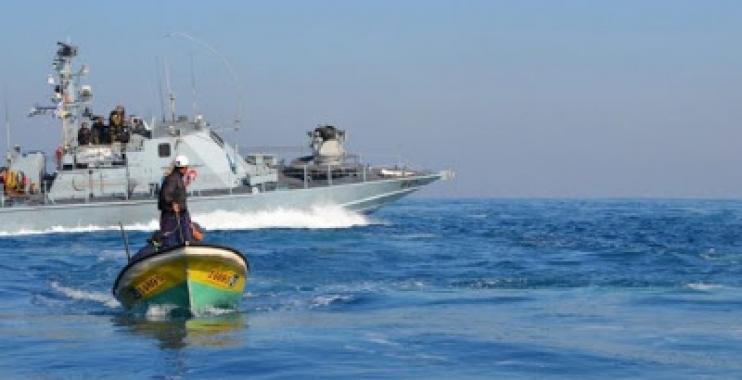 الكيان الإسرائيلي يعيد قوارب الصيد المصادرة من صيادي غزة بعد تحطيمها