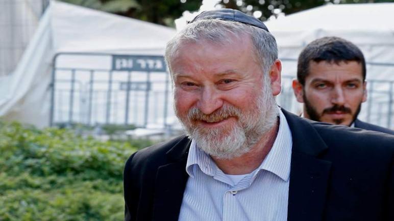 """فريق الدفاع عن نتنياهو سيحاولون اقناع المدعي العام في """"الكيان الإسرائيلي"""" لتأجيل الإتهام بقضايا الفساد"""