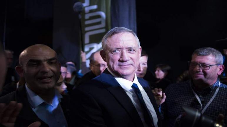 """قال القائد السابق لجيش """"الكيان الإسرائيلي"""" بيني غانتز وهو يطلق حمتله انتخابية: نتنياهو ليس ملكا"""