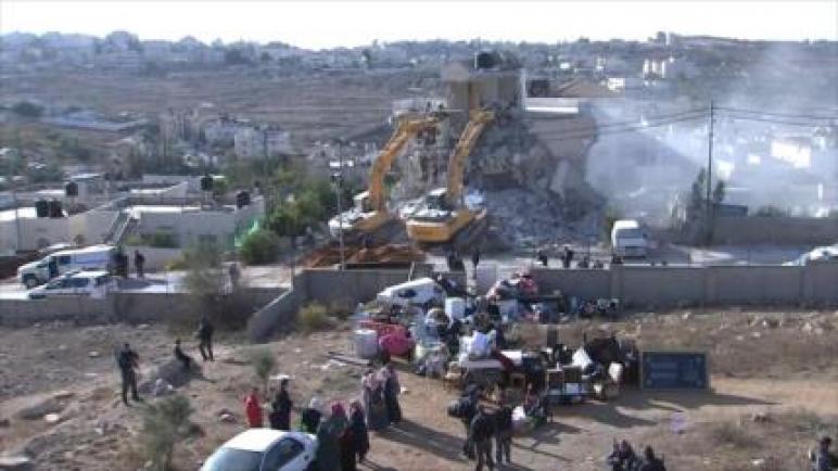 الكيان الإسرائيلي يهدم مسجداً وبئر ماء في الضفة الغربية المحتلة