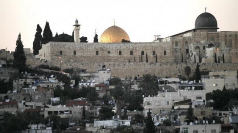 مئات الألاف من السياح يتوافدون إلى القدس وكنيسة القيامة مع تزامن عيدي الفصح المسيحي واليهودي