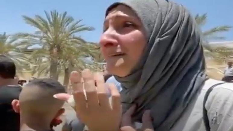 لحظات عاطفية: العائلات الفلسطينية الأردنية تلتقي عبر نهر الأردن بعد 24 عامًا من الانفصال