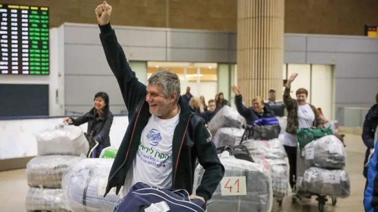 """مئات المهاجرين اليهود وصلوا إلى """"الكيان الإسرائيلي"""" قادمين من أوكرانيا الأسبوع الماضي"""