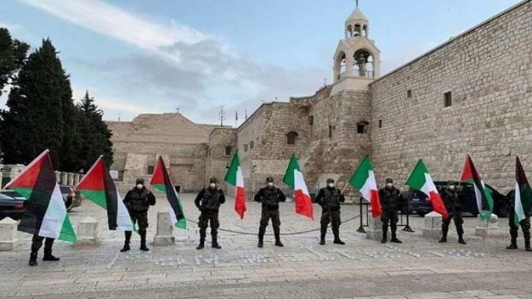 مدينة بيت لحم الفلسطينية تتضامن مع ايطاليا التي ترزح تحت تفشي فيروس كورونا