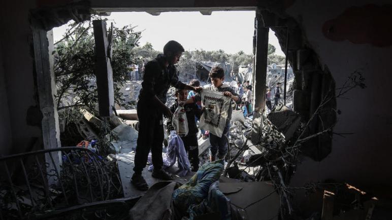 الكيان الإسرائيلي يشن غارات على مواقع لحماس بعد إطلاق صواريخ من غزة